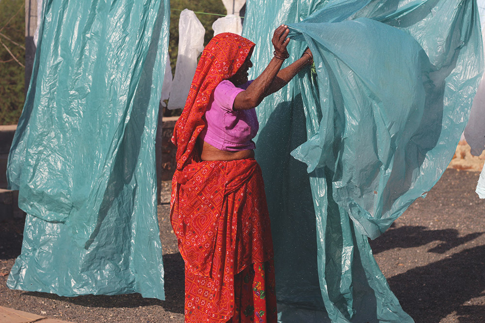 Théla Process - drying the washed plastic sheets